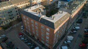 Dronebillede af ejendom oppefra